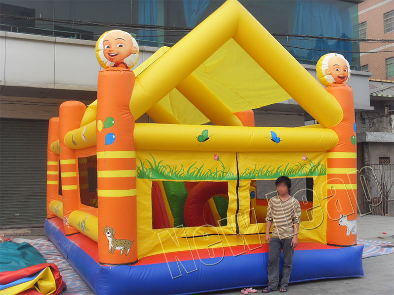 inflatable jumping house