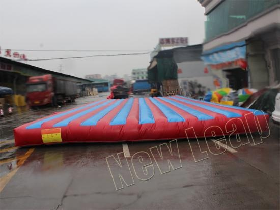 Inflatable jumping mat